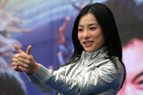 竖起拇指爱中国