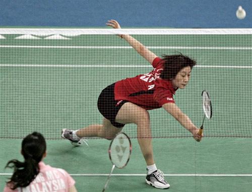 图文:[羽毛球]朱琳2-0黄妙珠 跨步网前小球