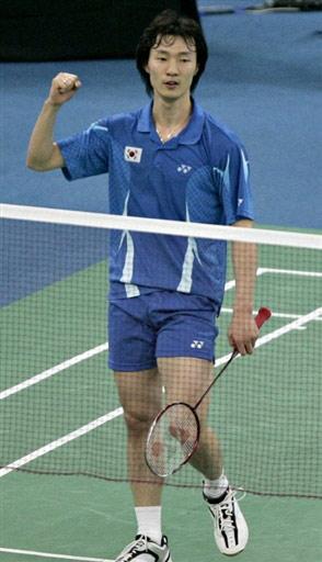 图文:[羽毛球]李炫一2-0乔纳森 赛后庆祝胜利