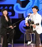 区瑞强及麦洁文唱出多首港台广播剧主题曲