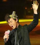 陈奕迅登台献唱《演唱会》