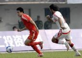 图文:[热身赛]国足0-0黎巴嫩 翟彦鹏甩开对手
