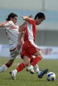 图文:[热身赛]国足0-0黎巴嫩 肇俊哲护球