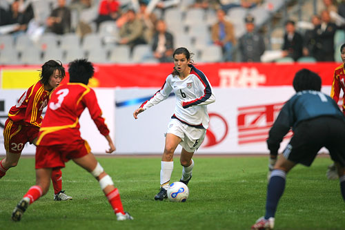 图文:[四国赛]中国0-1美国 中国后防铁桶阵
