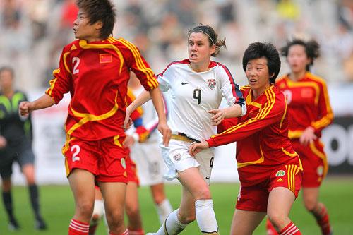 图文:[四国赛]中国0-1美国 小心边路传中