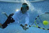 图文:纳达尔生活写真图集 纳达尔水中演绎网球