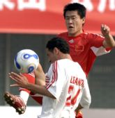 图文:[热身赛]国足0-0黎巴嫩 王栋高抬腿