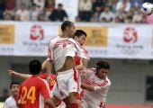 图文-国足热身赛战平黎巴嫩 双方禁区内混战