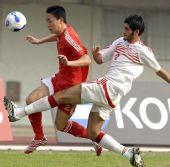 图文-国足热身赛战平黎巴嫩 曲波遭到对手严防