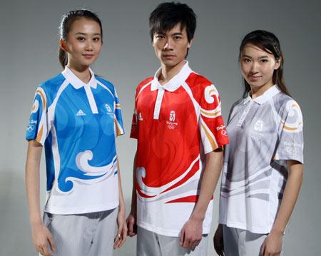 图文:北京奥运残奥制服发布 工作人员制服侧面