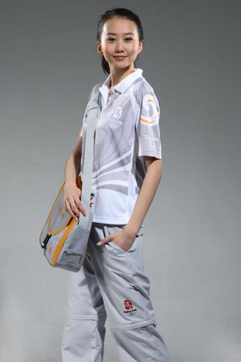 图文:北京奥运残奥制服发布 技术官员制服侧面