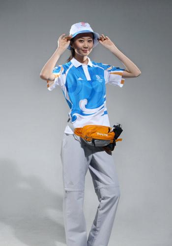 图文:北京奥运残奥制服发布 志愿者帽子正面