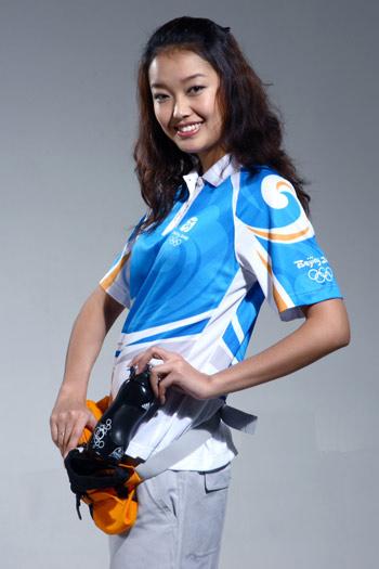 图文:北京奥运残奥制服发布 志愿者所用水壶