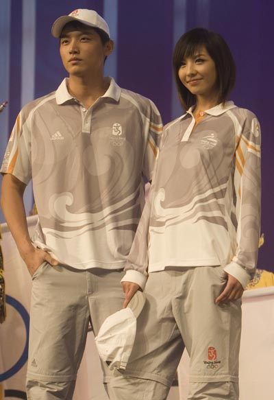 图文:奥运会残奥会制服发布 技术人员服装展示