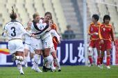图文-女足四国赛美国队夺冠 美国队员庆祝进球