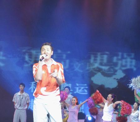 图文:北京奥运会残奥会制服发布 孙楠动情演唱