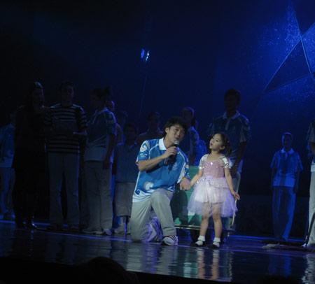 图文:北京奥运会残奥会制服发布 周华健献歌