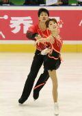 图文:冬运会双人滑自由滑 张丹张昊滑向冠军