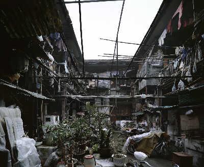 上海苏州河北岸五福公弄堂前天井