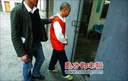 前天下午,在看守所的吴某被带回牢房。