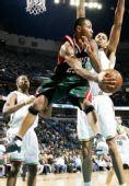 图文:[NBA]雄鹿VS黄蜂 威廉姆斯妙传