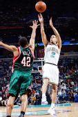 图文:[NBA]雄鹿负黄蜂 查理-贝尔封杀对手