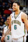 图文:[NBA]雄鹿负黄蜂 钱德勒微笑