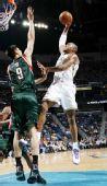 图文:[NBA]雄鹿负黄蜂 韦斯特隔人暴扣