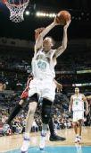 图文:[NBA]雄鹿负黄蜂 鲍文抢下篮板