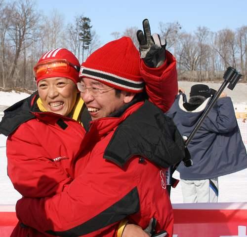 男女冬两张成烨刘显英夺冠 幸福的一对