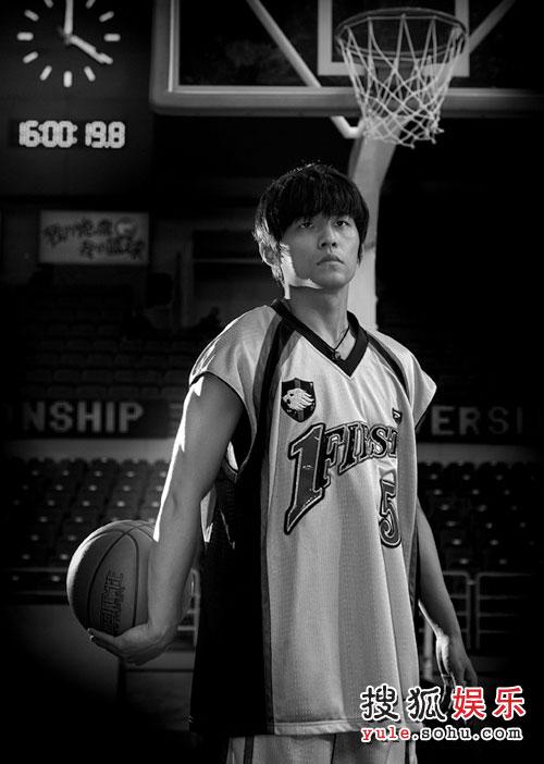 《大灌篮》中周杰伦的精彩一瞬 - 手拿篮球