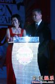 图:cosmo时尚大奖现场 颁奖嘉宾俞渝与马未都