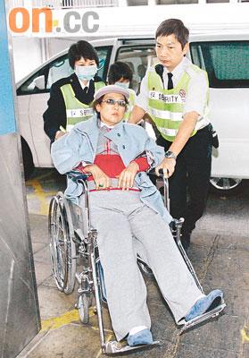 肥姐最近一次露面是本月十二日,她当时被送入玛丽医院,双脚不能屈曲,有报道指是因肌肉肿胀所致