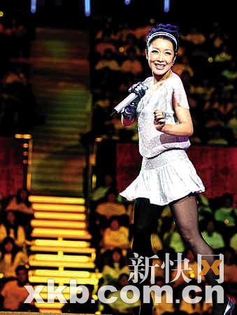■孙悦在舞台上热力献唱。