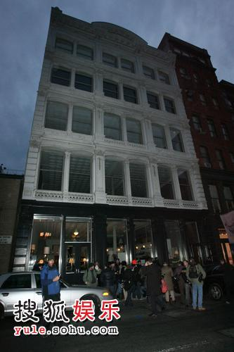 希斯-莱杰的寓所被记者包围