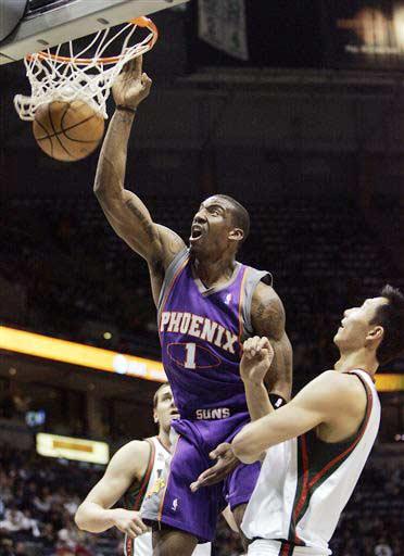 图文:[NBA]太阳VS雄鹿 小斯篮下暴扣