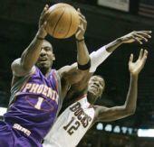图文:[NBA]太阳VS雄鹿 小斯舍命护球