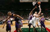 图文:[NBA]太阳VS雄鹿 博古特横冲直撞