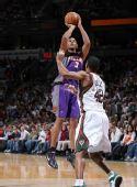 图文:[NBA]太阳VS雄鹿 迪奥出手不凡