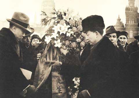 图:戏剧大事梅兰芳生活照 向列宁墓敬献花圈