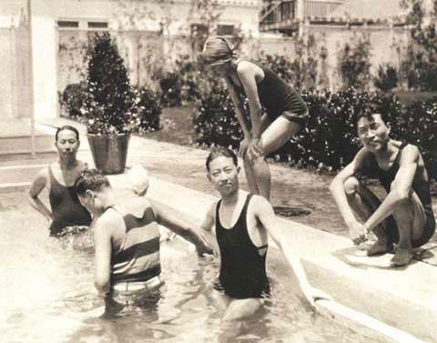 图:戏剧大事梅兰芳生活照 在洛杉矶游泳