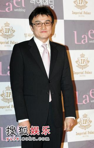 韩国著名主持人赵英九