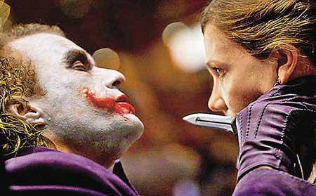 希斯莱杰早前演《蝙蝠侠:暗夜骑士》的小丑被指走火入魔,患上失眠及抑郁。