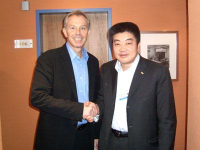 2008年初,冯军与布莱尔相聚达沃斯