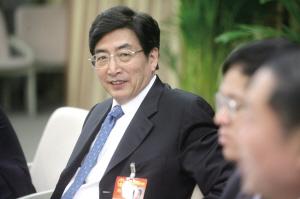 郭金龙正在认真听取代表发言。本报记者 张斌 摄