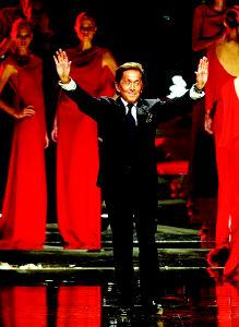瓦伦蒂诺45年时装生涯就此结束