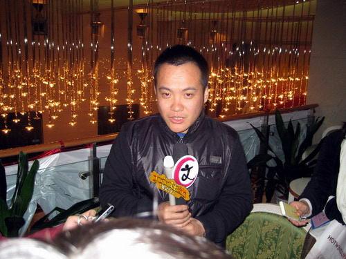 宁浩接受记者采访