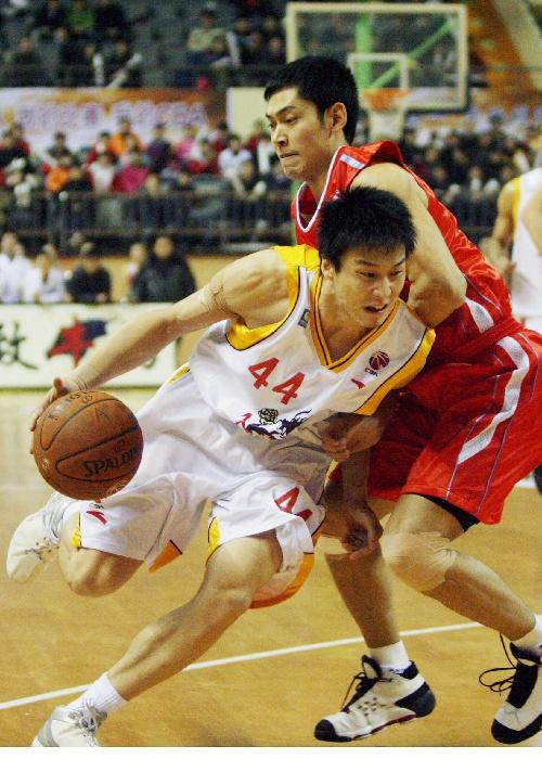 杨力/苏州,2008年1月25日(体育·快讯)(1)篮球――CBA半决赛:...