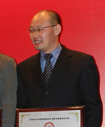 上海昂立进修学院副院长周英坤