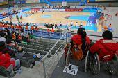 图文:国家体育馆无障碍设施 轮椅观众观赛中